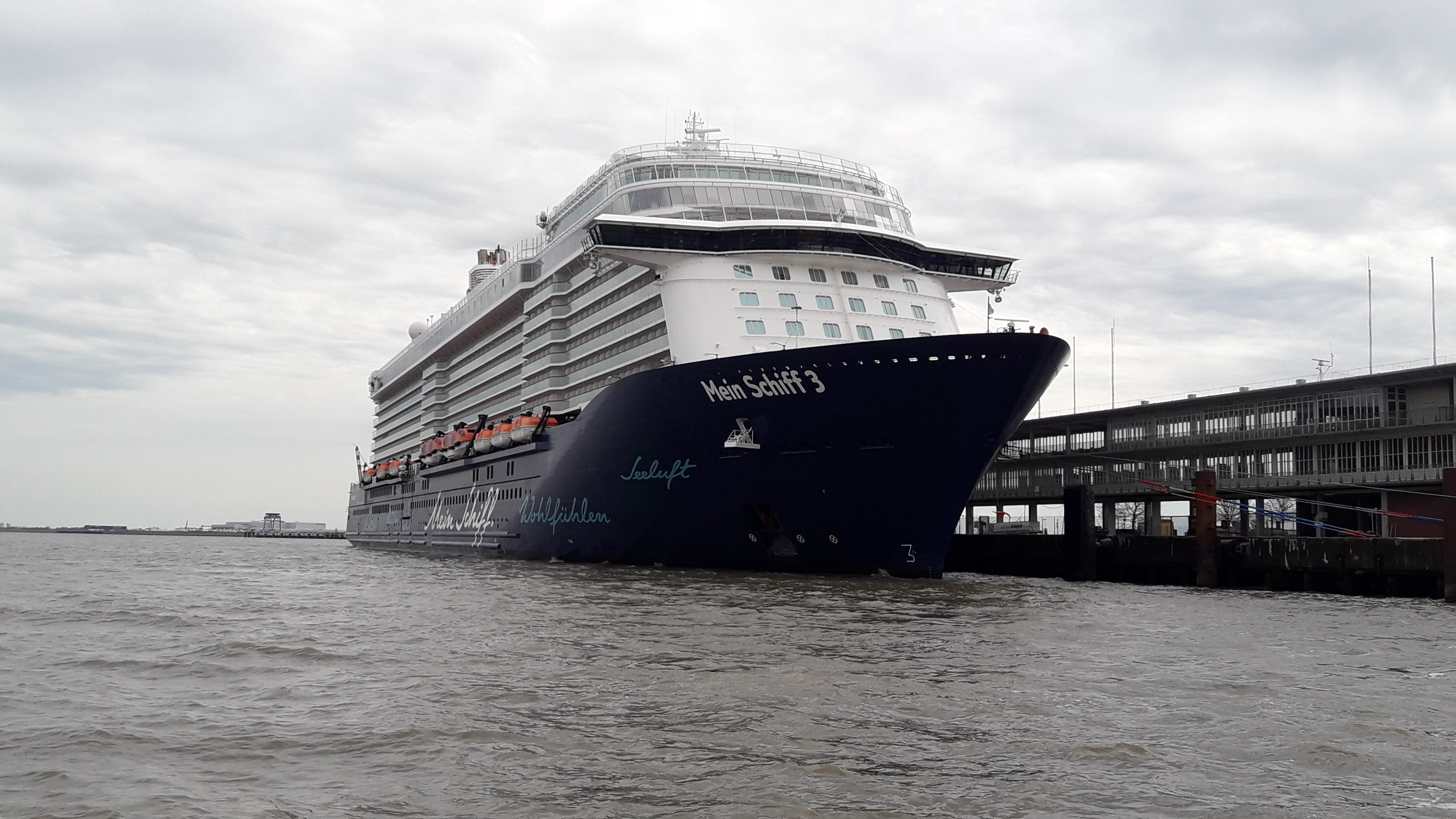 Mein Schiff 3 in Cuxhaven Copyright NPorts min